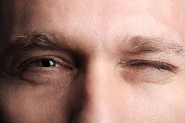 Hiện tượng mắt trái giật là gì?