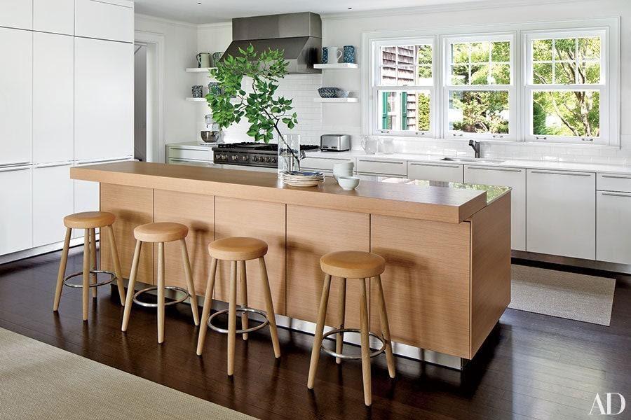 Yếu tố tự nhiên như cây xanh và chất liệu gỗ tạo nên sự thoải mái