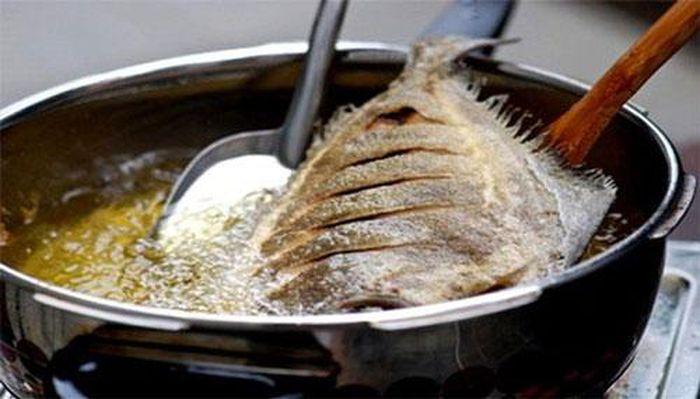 Nếu gặp phải chiêm bao thấy đang rán cá thì chứng tỏ sức khỏe của bạn đang có vấn đề